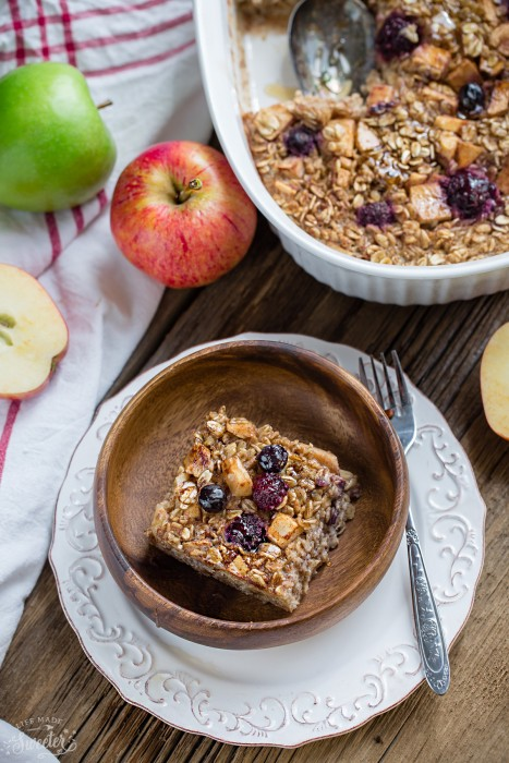 Cinnamon Apple Baked Oatmeal with Berries + VIDEO