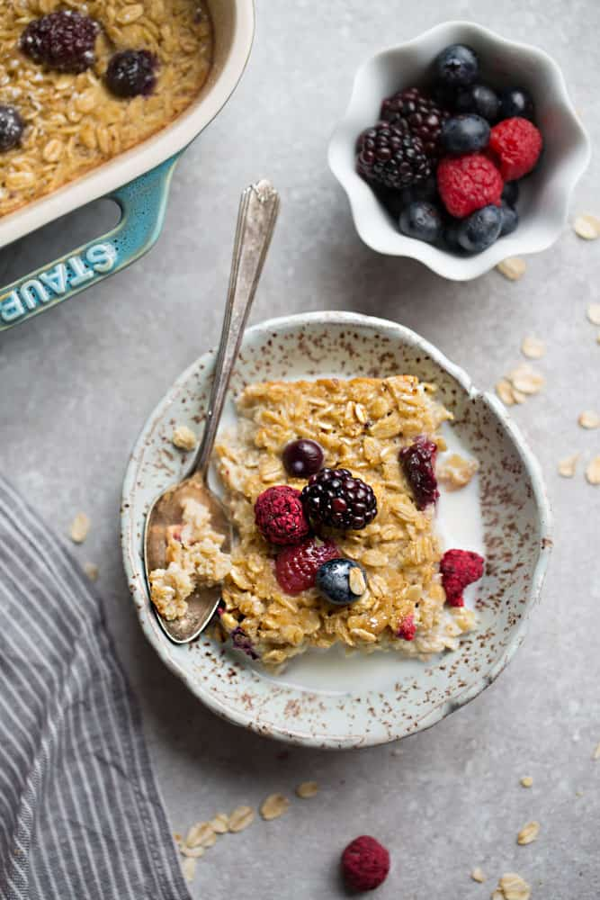 Berry Baked Oatmeal makes the perfect easy make-ahead healthy breakfast. Best of all, no refined sugar, gluten free and dairy free and just 10 minutes of prep time using ONE bowl!