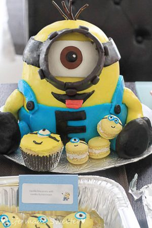 Fun Minion Cake for kids with minion cupcakes and macaroons.