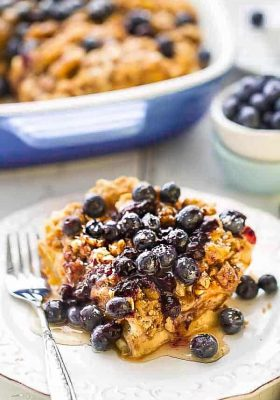 Overnight Blueberry Cream Cheese French Toast Casserole Bake - Super easy & delicious baked French Toast bursting with blueberries,cream cheese, brown sugar streusel and the BEST blueberry sauce. With gluten free and refined sugar free options. Make it the night before and pop it in the oven in the morning. Perfect for Mother's Day or any special breakfast, brunch or even dinner