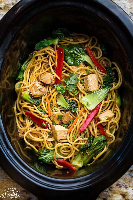 Easy Slow Cooker Chicken Lo Mein Noodles {Crock-pot} + NEW VIDEO