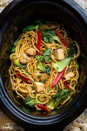 Easy Chicken Lo Mein recipe in a slow cooker with broccoli and red bell peppers.