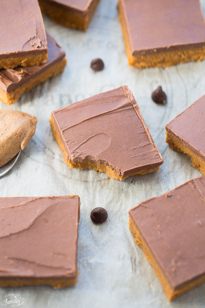 Easy No-Bake Reese's Chocolate Peanut Butter Bars are the perfect 5 ingredient treats!!