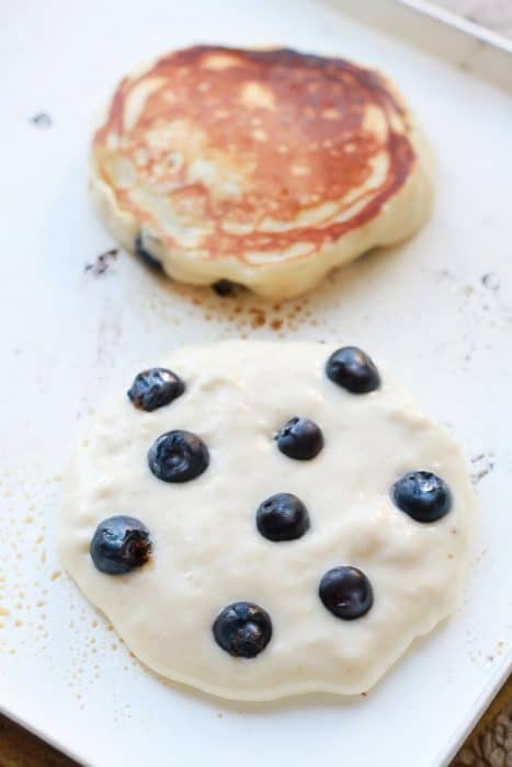 Blueberry Lemon Pancakes {Fluffy + Greek Yogurt}