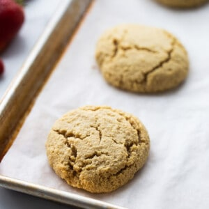 Baked biscuits on a baking sheet lined with parchment peper