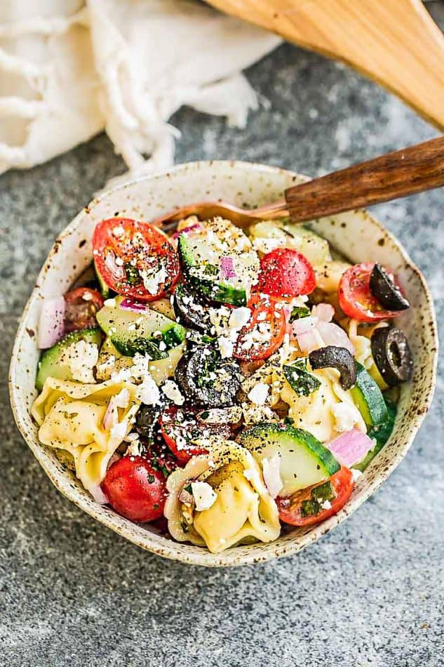 Greek Tortellini Pasta Salad - the perfect side dish to bring to summer potlucks, parties, Memorial Day / Fourth of July grillouts/barbecues. Best of all, it's so easy to make and easy to customize with your favorite toppings and homemade dressing. Perfect for Sunday meal prep and leftovers are delicious for school or work lunchboxes or lunchbowls.