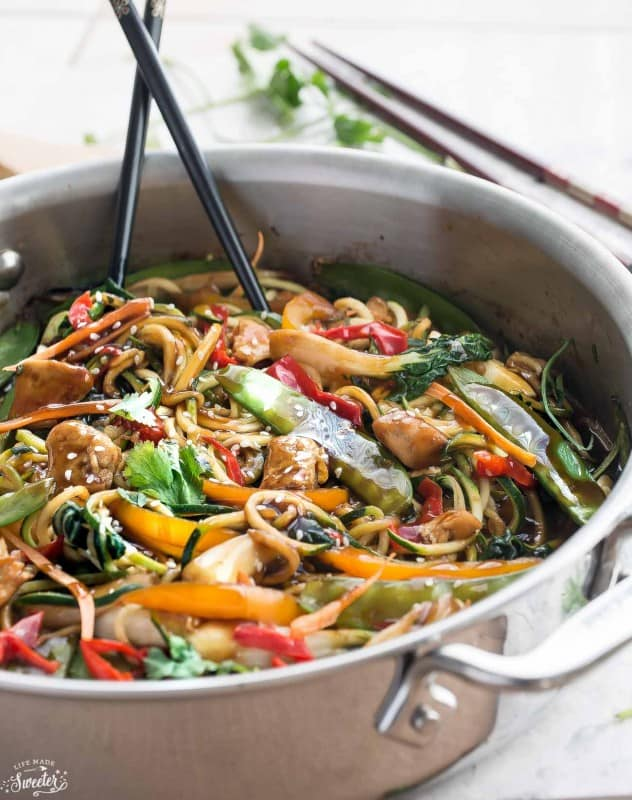 one pan dinner of healthy chicken chow mein zoodles