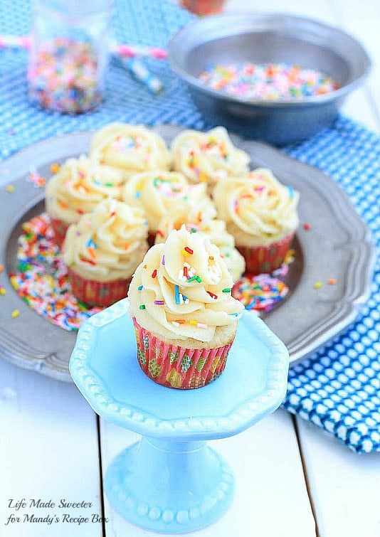 Homemade Funfetti Cupcakes - An easy homemade version of funfetti cupcakes - soft and fluffy vanilla cupcakes loaded with sprinkles and topped with vanilla buttercream frosting by @LifeMadeSweeter