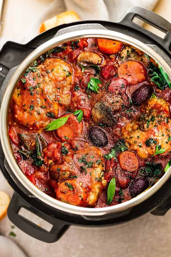 an easy crock pot meal loaded with tender chicken, tomatoes, bell peppers, kale, carrots and sliced mushrooms. Perfect for busy weeknights with the best hearty and comforting flavors.