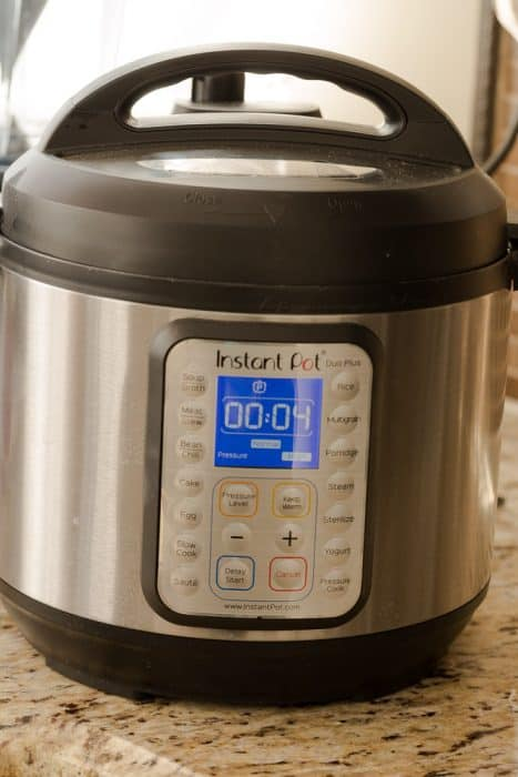 An Instant Pot Set to 4 Minutes of Cook Time