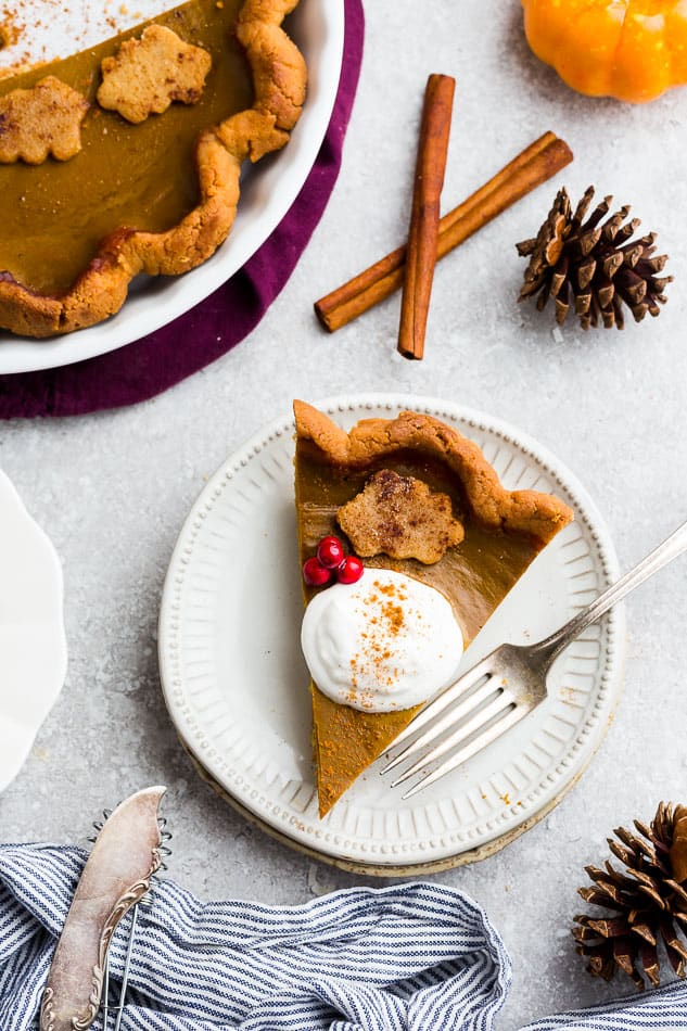 Keto Pumpkin Pie – A delicious low carb and paleo pumpkin pie recipe with all the classic flavors of a traditional pumpkin pie. Made with a flaky and buttery crust with a creamy and smooth custard filling with cozy fall spices perfect for Thanksgiving, Halloween & Christmas holidays. Made with almond flour, coconut flour, cinnamon & coconut oil.