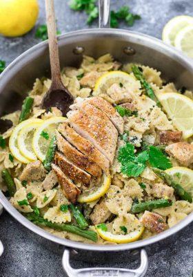 skillet dinner of Lemon Chicken Asparagus Pasta