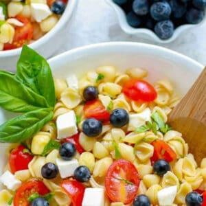 Pinterest graphic for caprese pasta salad.