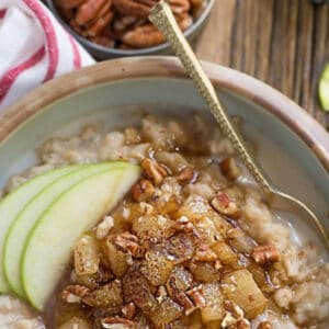 Pinterest graphic of cinnamon apple oatmeal.