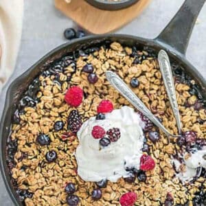 Pinterest graphic for mixed berry skillet crisp.
