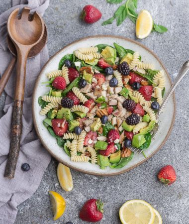Berry Spinach Pasta Salad is fresh flavorful and perfect for summer potlucks and barbecues. Best of all, packed with healthy spinach, fresh strawberries, blackberries, blueberries, raspberries, rotini pasta tossed in a balsamic vinaigrette. Serve with or without grilled chicken.