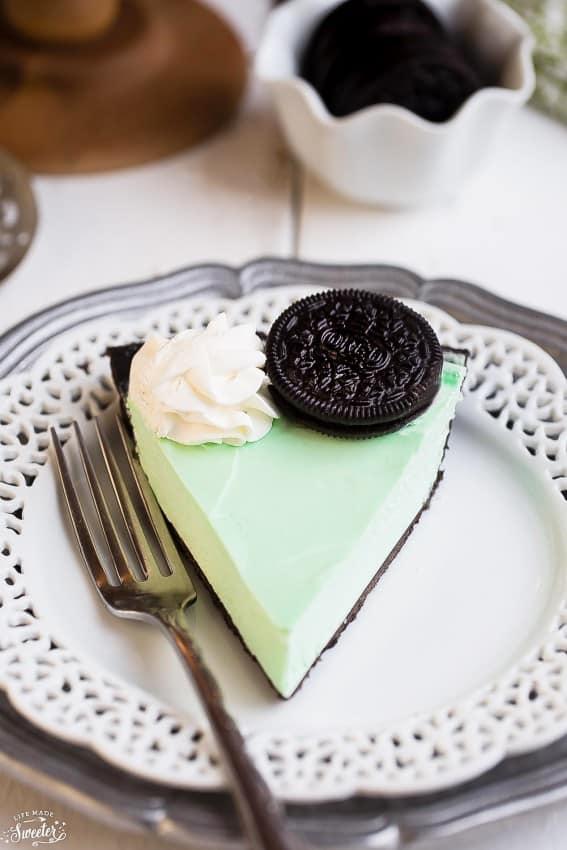No Bake Chocolate Mint Oreo Pie makes the perfect easy treat