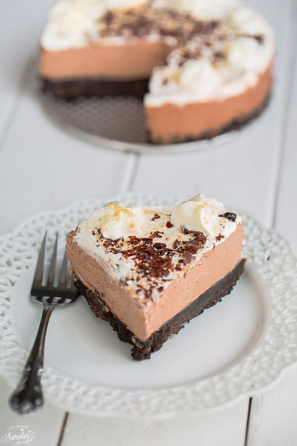 No Bake Nutella Cheesecake Pie is easy to make & perfect for sharing