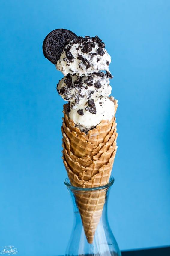 No Churn Cookies and Cream Oreo Ice cream - so easy & super creamy