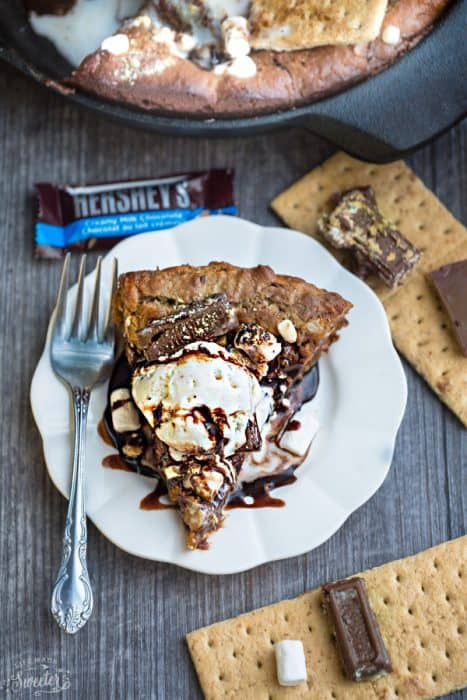 Nutella Stuffed S'mores Skillet Cookie {Pizookie} makes the perfect decadent sweet treat. Full of the classic flavors of a s'mores with an ooey gooey Nutella stuffed filling! Best of all, it's so easy to make with no mixer required!