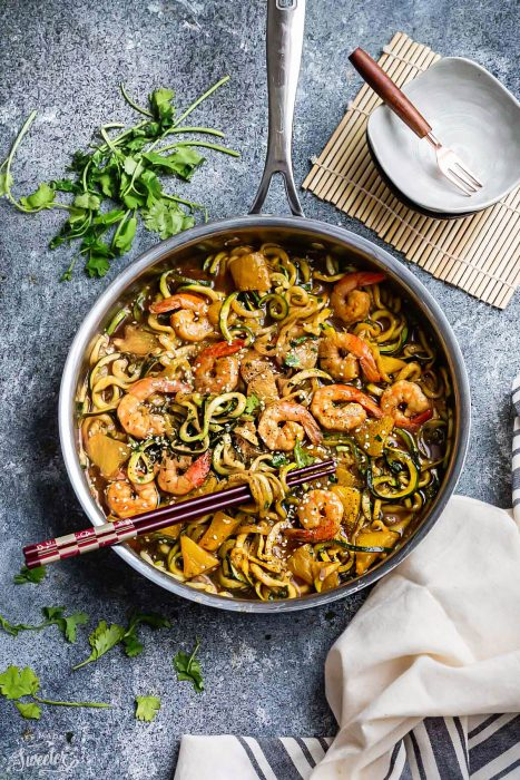 Teriyaki Shrimp Zoodles + {Zucchini Noodles} + Video