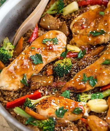 One Pot Sweet Chili Chicken makes the perfect easy weeknight meal. Best of all, takes just 30 minutes to make in entirely one pan!