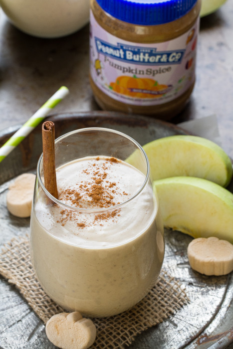 Pumpkin Spice Peanut Butter Apple Smoothie is the perfect filling breakfast for fall