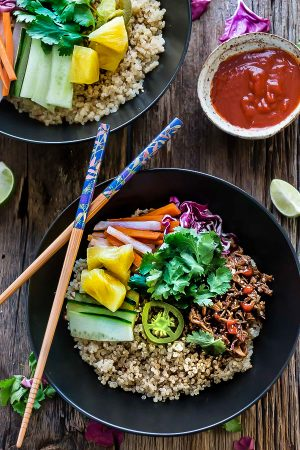 Slow Cooker Honey Sriracha Pulled Pork Quinoa Bowls make the perfect easy weeknight meal!