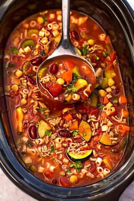 Slow Cooker Pasta e Fagioli Soup {Olive Garden} + Video