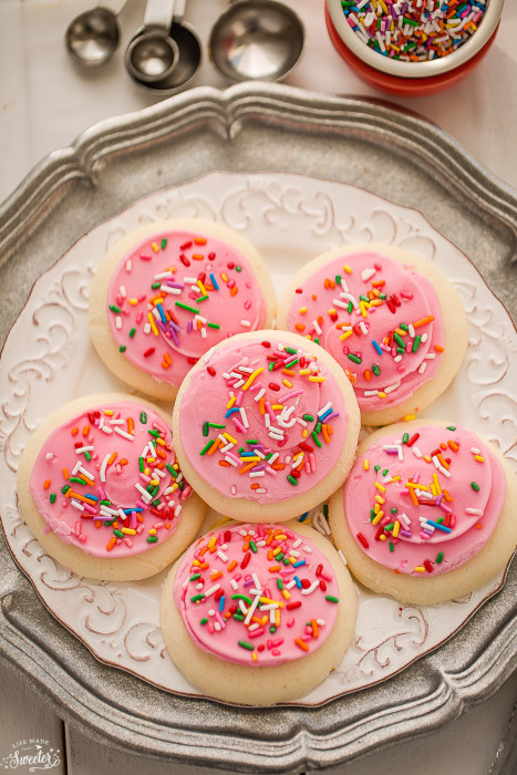 Soft Lofthouse Style Frosted Sugar Cookies {Copycat Recipe}