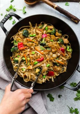 Teriyaki Chicken Noodles – a one pot 30 minute meal perfect to curb those takeout cravings. Made with chicken, broccoli, edamame beans, carrots, gluten free rice noodles and a delicious sweet and savory Asian-inspired sauce.