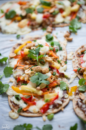 Thai Chicken Flatbread Pizza is the perfect easy dinner.