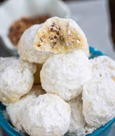 cropped-Snowball-Cookies-are-perfect-for-your-holiday-cookie-tray.-e1449679185930-1.jpg