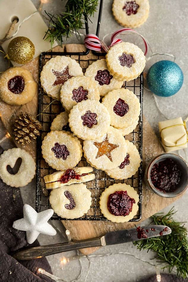 linzer cookies with various shapes